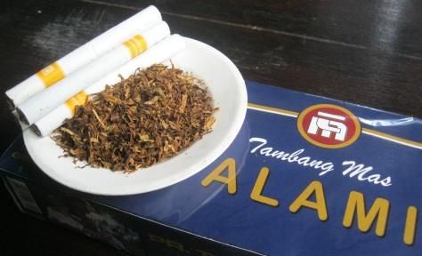 Rokok ini diracik khusus dengan menggunakan Tembakau pilihan serta Cengkeh yang berkualitas istimewa. Menghemat anggaran merokok anda perbulan, dari 450, 600, 900 ribu hingga 1,2 juta, menjadi 150-300 ribu per bulannya. Penghematannya bisa dipergunakan untuk post lainnya.
